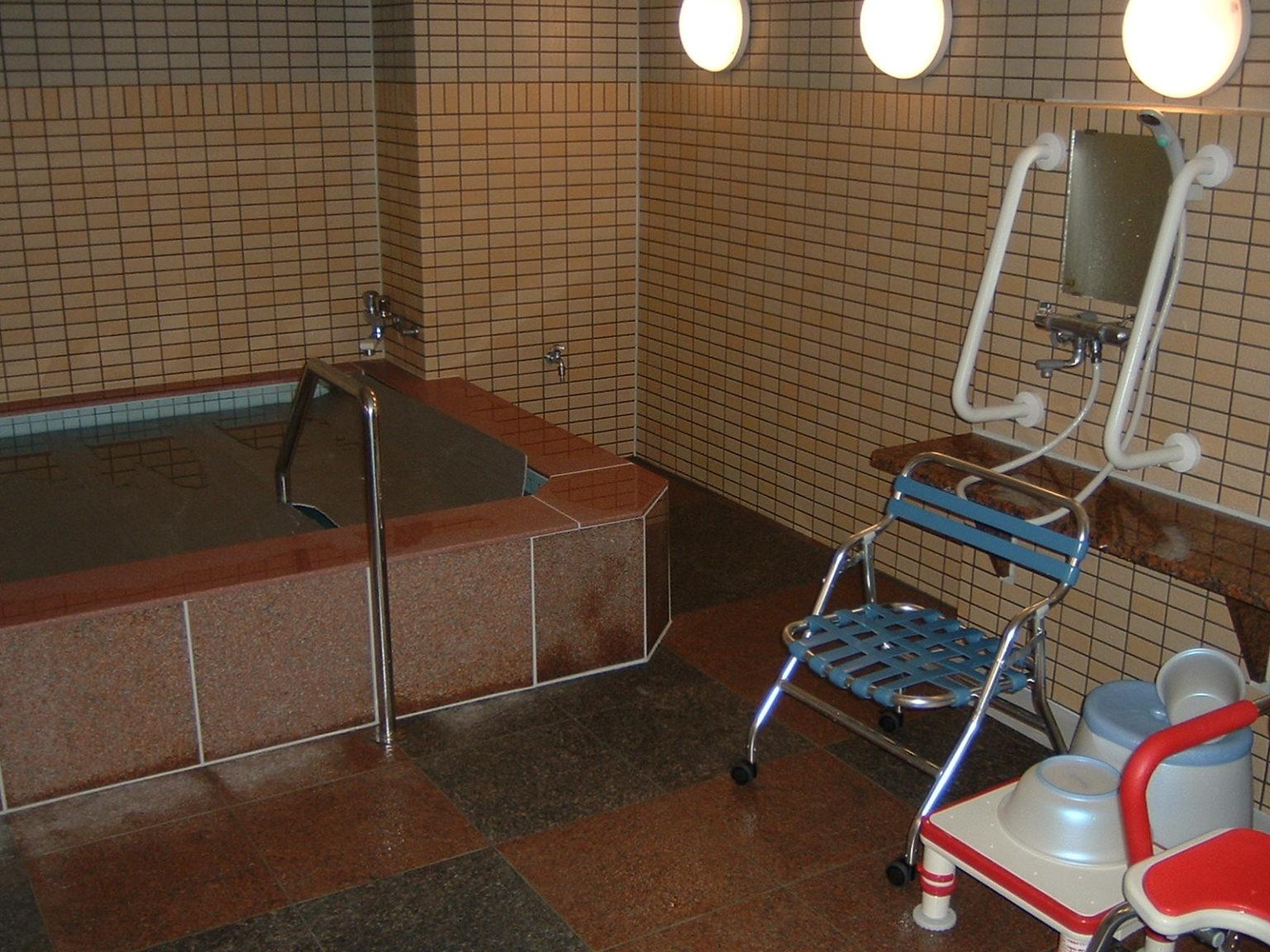 ⑥ 大浴室